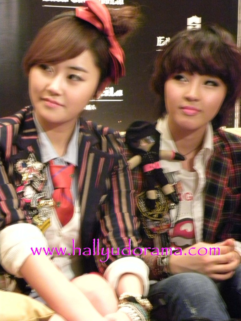 4Minute's Ga Yun and Ji Yoon