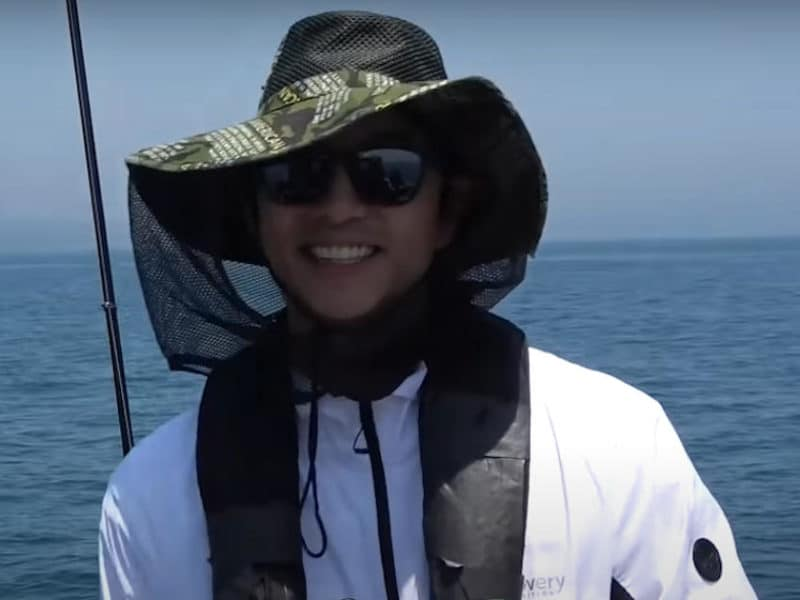 Gong Yoo Goes Fishing in Jeju