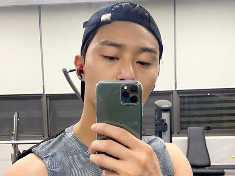"Park Seo-joon proves that he's ""fitness goals"""