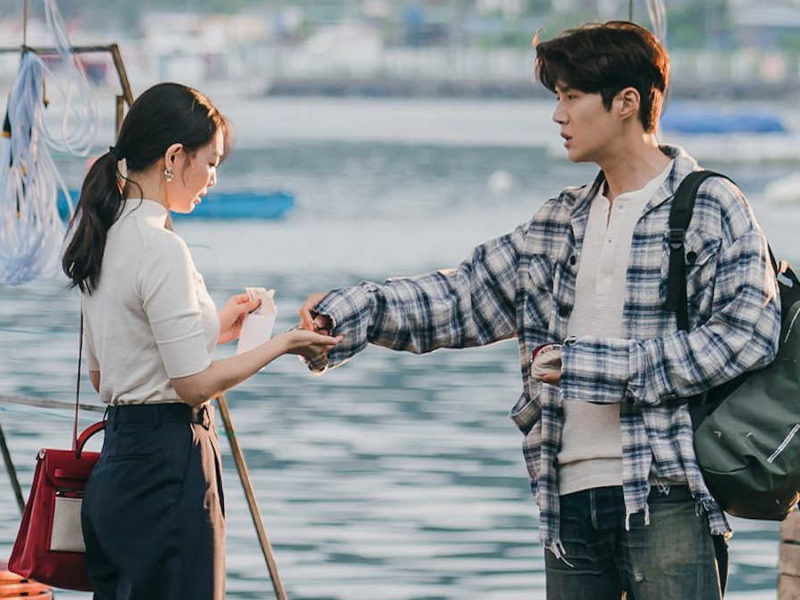 Shin Min-a and Kim Seon-ho in
