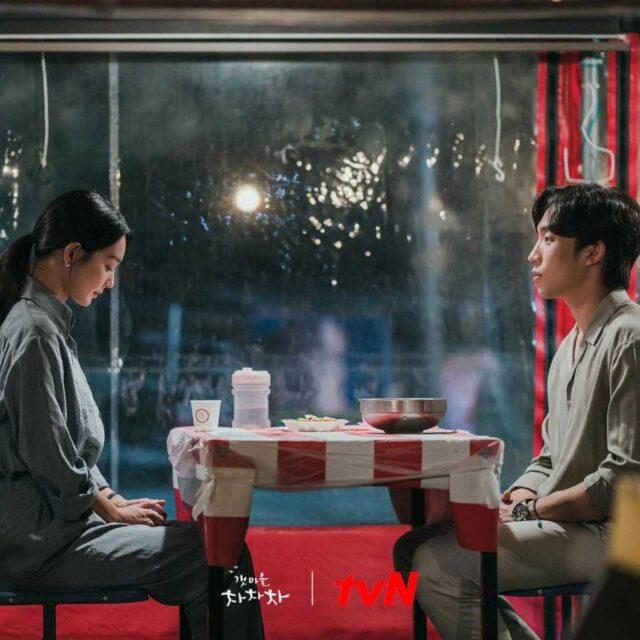 Ji Seong-hyun confesses his feelings for Yoon Hye-jin in Hometown Cha-Cha-Cha episode 10.